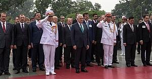 Başbakan'ın Vietnam ziyaretinde Urfalı vekiller..