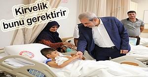 Demirkol, Sünnet olan çocukları ziyaret etti