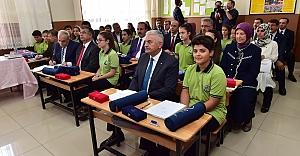 Başbakan ve Bakanlar okul sıralarında