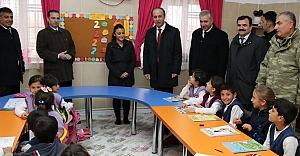 Erin, Aysel Ösüz'ü okulunda ziyaret etti