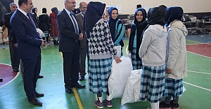 Bozova'da öğrencilere yardım