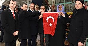 Hilvan'da, Milli Birlik ve Beraberlik İçin Türk Bayrağı Dağıtıldı