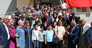 Urfa'da tam 800 bin öğrenci ders başı yaptı...