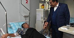 Atilla, hastaları ziyaret etti