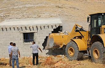 Nemrut çevresine inşa edilen kaçak yapılar yıkıldı