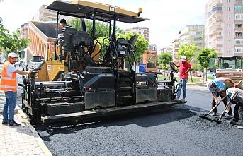 Büyükşehir asfaltlama çalışmalarını sürdürüyor