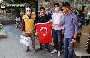 Haliliye Belediyesi bayrak dağıttı