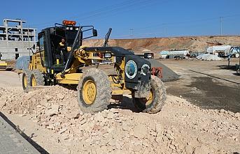 Bozova Belediyesi yol yapım çalışmalarını devam ediyor
