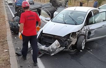 Urfa'da iki araç çarpıştı