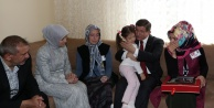 Davutoğlu'ndan şehit polisin evine taziye ziyareti