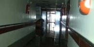 Hastaneyi sel bastı