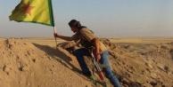 Kürtler bayrak dikti