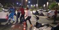 Otoparkta kasklı kavga