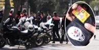 Sahte polis ve gazeteci kimliğiyle yakalandı..