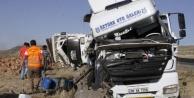 Tır kamyona çarptı