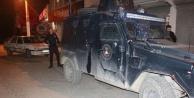 Zırhlı polis aracı ile otomobil çarpıştı