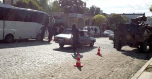 Karakol önünde bekleyen polislere ateş açıldı