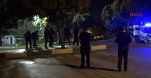 Parkta oturan gençlere ateş açıldı
