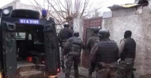 Polisler, Suruç'ta operasyon yaptı