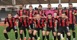 Karaköprü Belediyespor liderliği kovalıyor