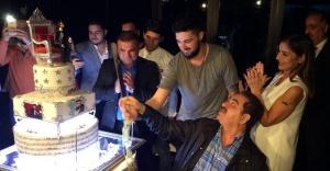 Tatlıses, İdo'nun doğum günü pastasını kesti