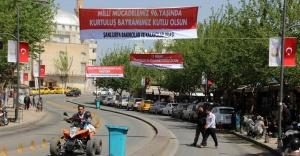 Urfa 11 Nisan öncesi bayraklarla donatılıyor