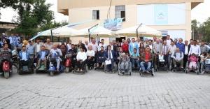 317 Engelliye akülü sandalye dağıtıldı