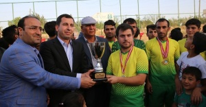 Şampiyonluk kupasını Başkan Baydilli verdi