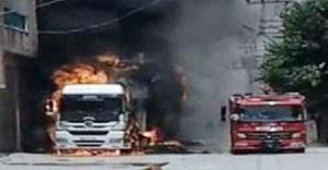 Urfa'da saman yüklü TIR yandı