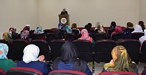 Kadınlara yönelik konferanslar sürüyor