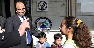 Suriyeli kız çocuğundan Başkan Çiftçi'ye sürpriz