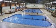Günde 7 Bin kişi havuzlarda serinliyor