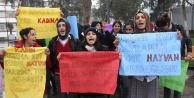 Liseli kızlar Özgecan için eylem yaptı