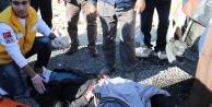 Minibüs motosiklete çarptı: 2 yaralı