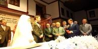 Siyasileri buluşturan düğün