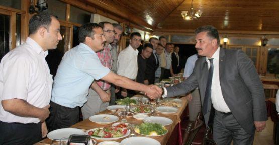 Toroslar Çalışanları Başkan Tuna'ya Yemekle Teşekkür Etti