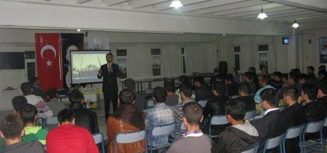 """Üniversitelilere """"Cami ve Gençlik"""" konferansı"""