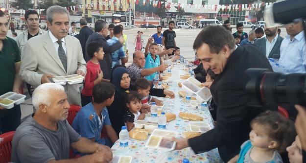Vali Küçük,  Haliliye'nin sofrasında iftar yaptı