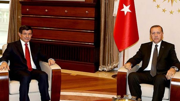 Yetkiyi Davutoğlu'na verdi..