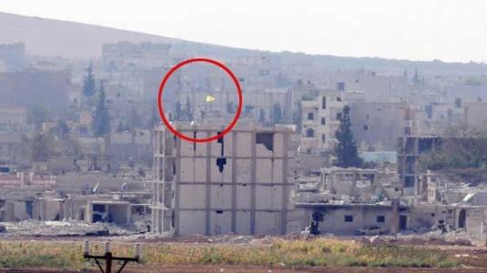 YPG'den sınırdaki binaya bayrak!