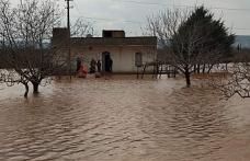 Aşırı yağıştan dolayı evlerinde mahsur kaldılar
