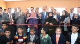 köy okullarını kadınlar açtı