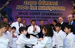 Diyarbakır Valisi Güzeloğlu'na büyük alkış...