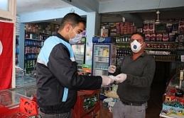 Bozova'da esnafa maske ve elbise dağıttılar