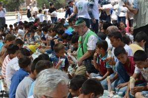 Urfa'da yetimler sevindirildi