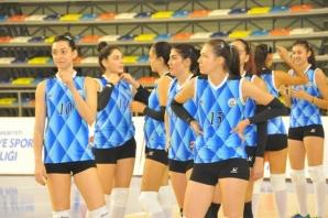 Uğur Budak'ın objektifinden MSK Urfa Bayan Voleybol Takımı ile Numune DSİ takımının karşılaşmasından...