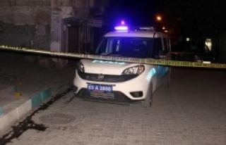 Evinin önünde silahlı saldırıya uğradı
