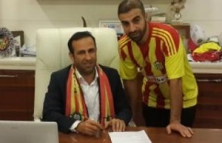 Sedat Ağçay imzaladı