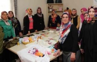 Demirkol, kadın destek merkezini ziyaret etti