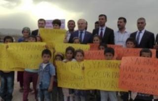 Urfa'da Bakan Yardımcısının yolunu kestiler
